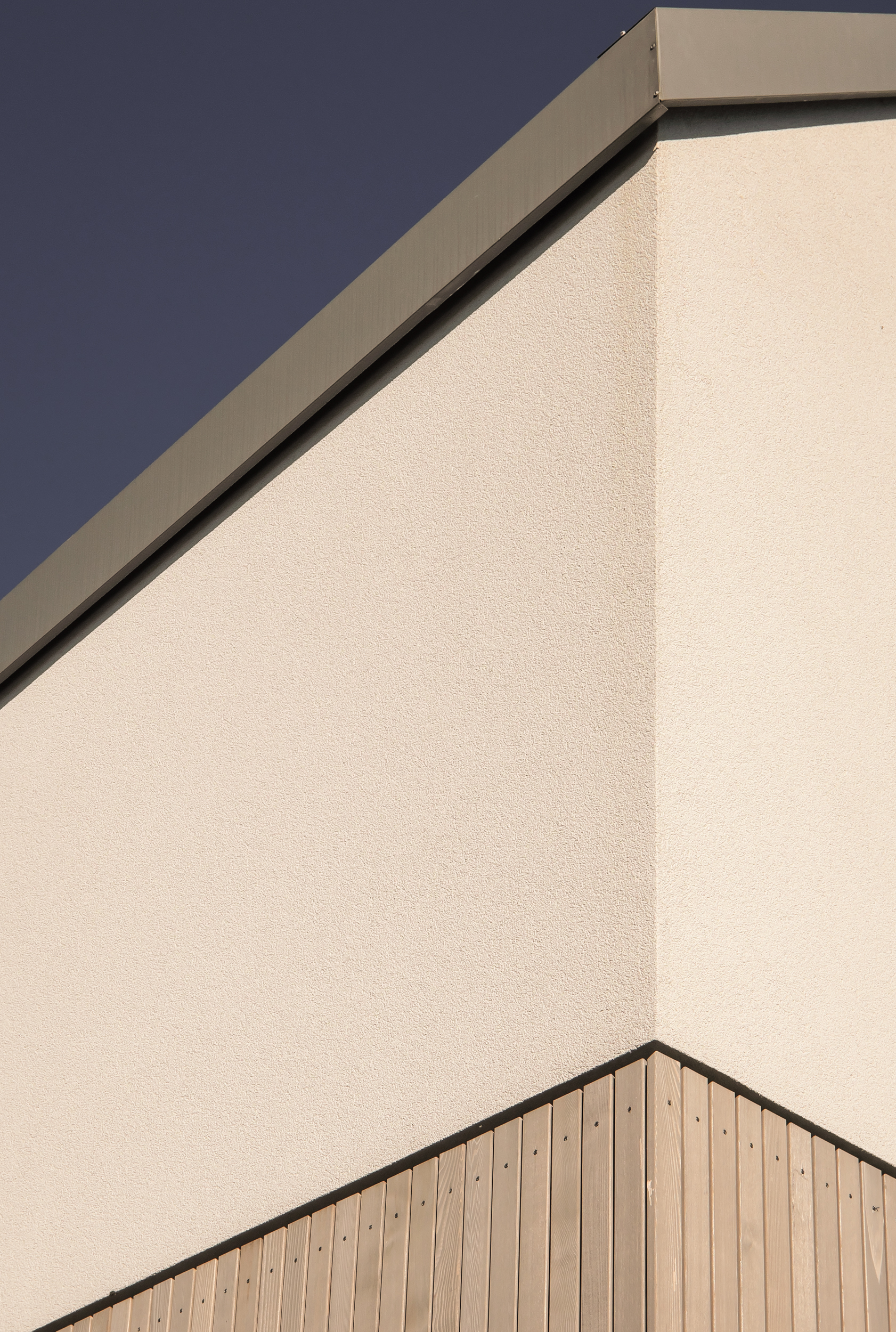 van-os-architecten-nieuwbouw-woning-Hoge-Gouw-Teteringen-houten-gevelbekleding-glad-stucwerk-en-stalen-dakbekleding