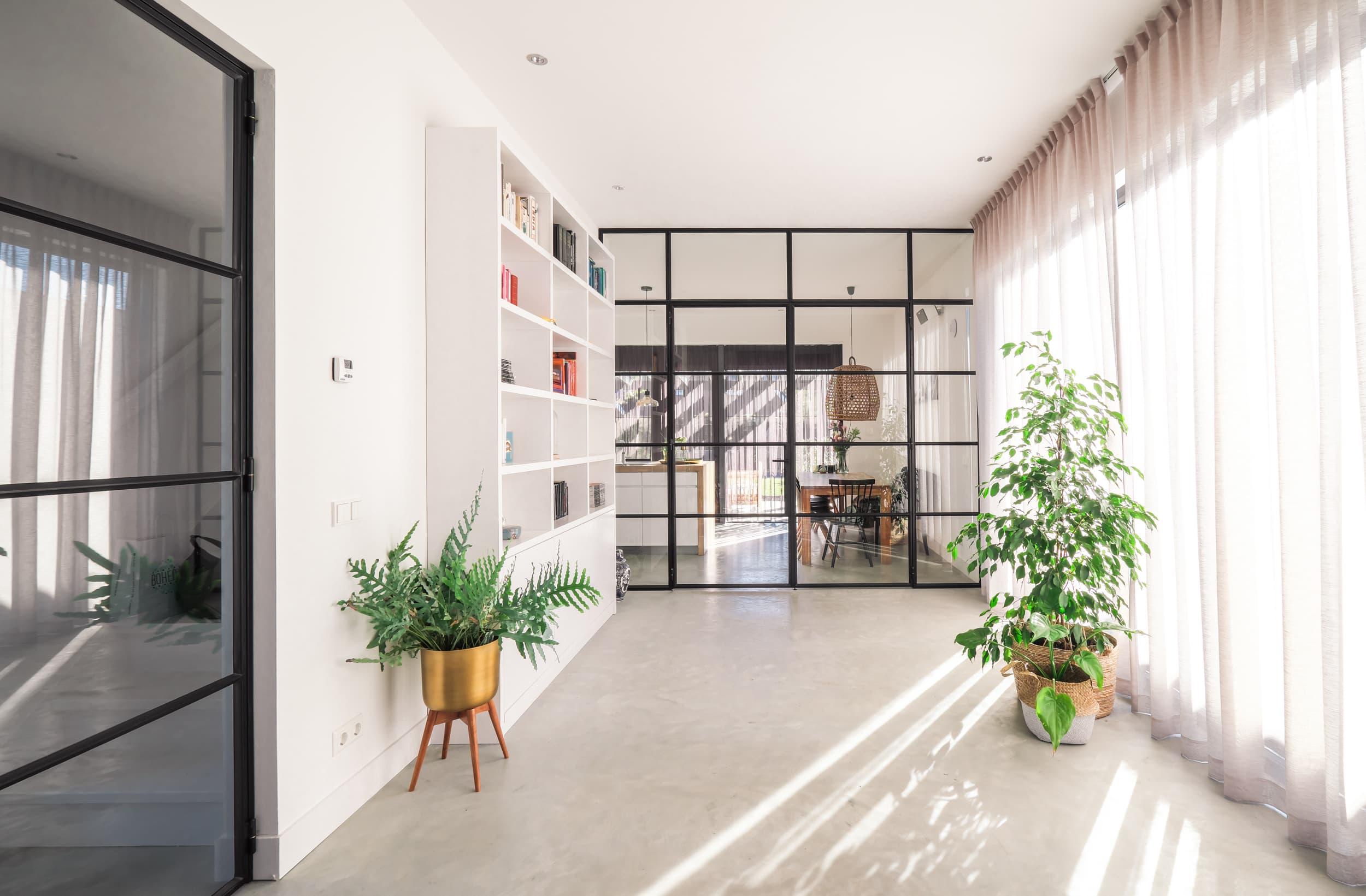 van-os-architecten-nieuwbouw-woning-Hoge-Gouw-Teteringen-woonkamer-met-zicht-op-woonkeuken