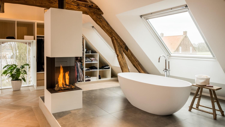 van-Os-Architecten-verbouwing-renovatie-woonboerderij-Sprundel-open-haard-in-badkamer