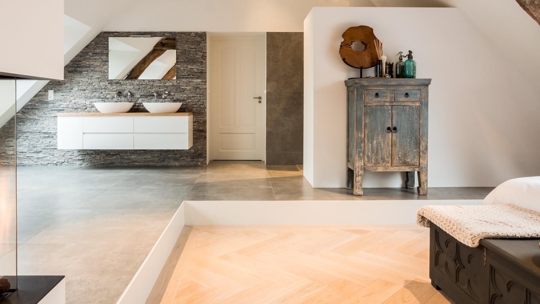 van-Os-Architecten-verbouwing-renovatie-woonboerderij-Sprundel-badkamer-met-verhoogde-vloer