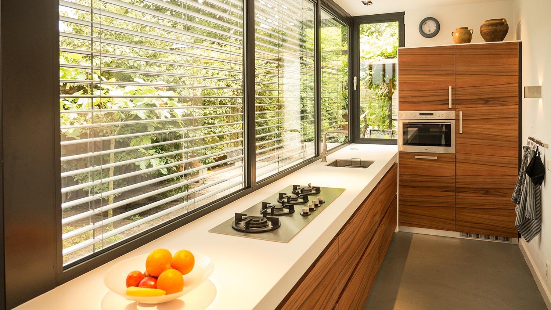 Smalle Keuken Ideeen.Moderne Smalle Aanbouw Met Keuken Pal Op Het Zuiden In Breda