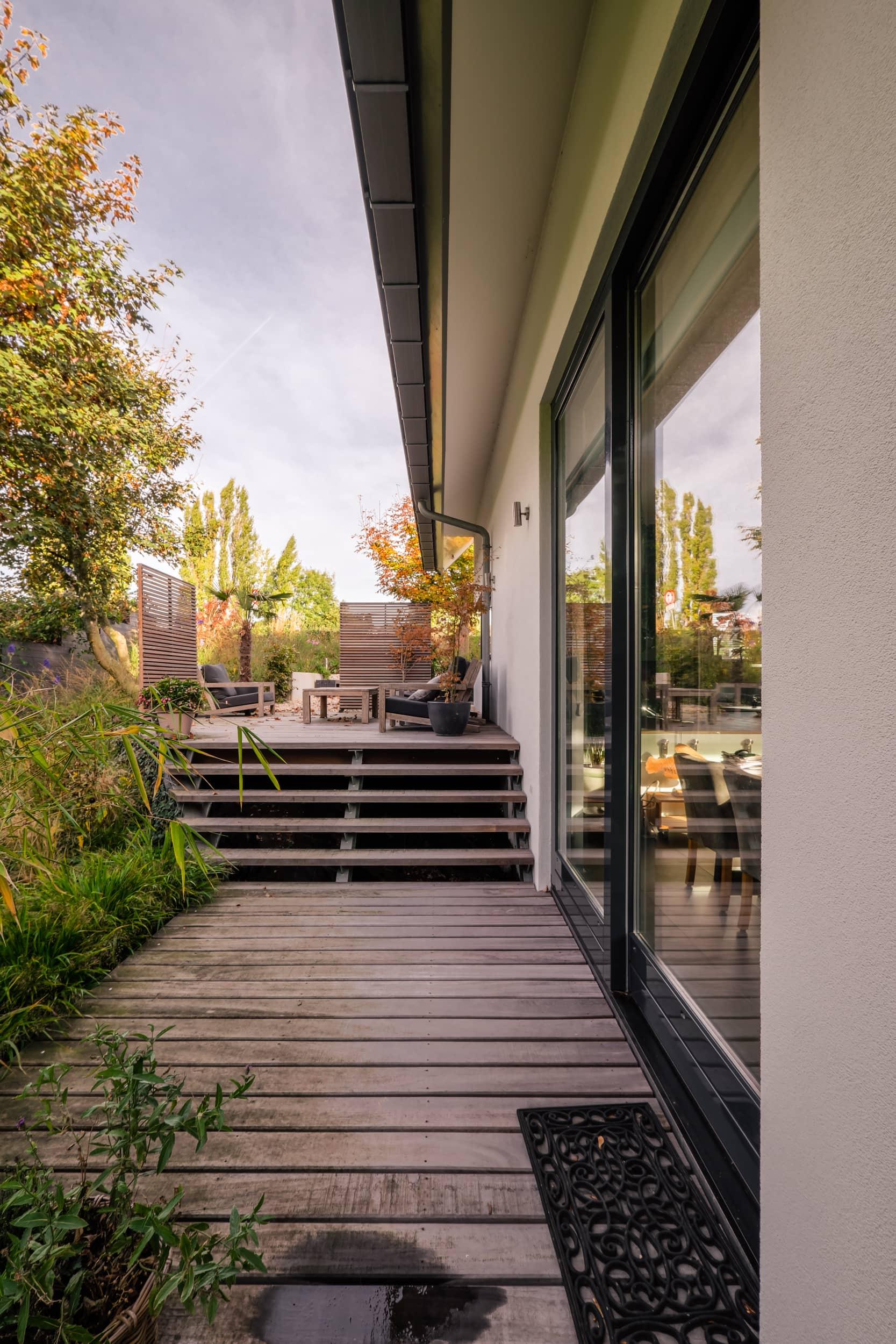 van-os-architecten-nieuwbouw-dijkwoning-rottekade-zevenhuizen-twee-terrassen-op-twee-niveaus