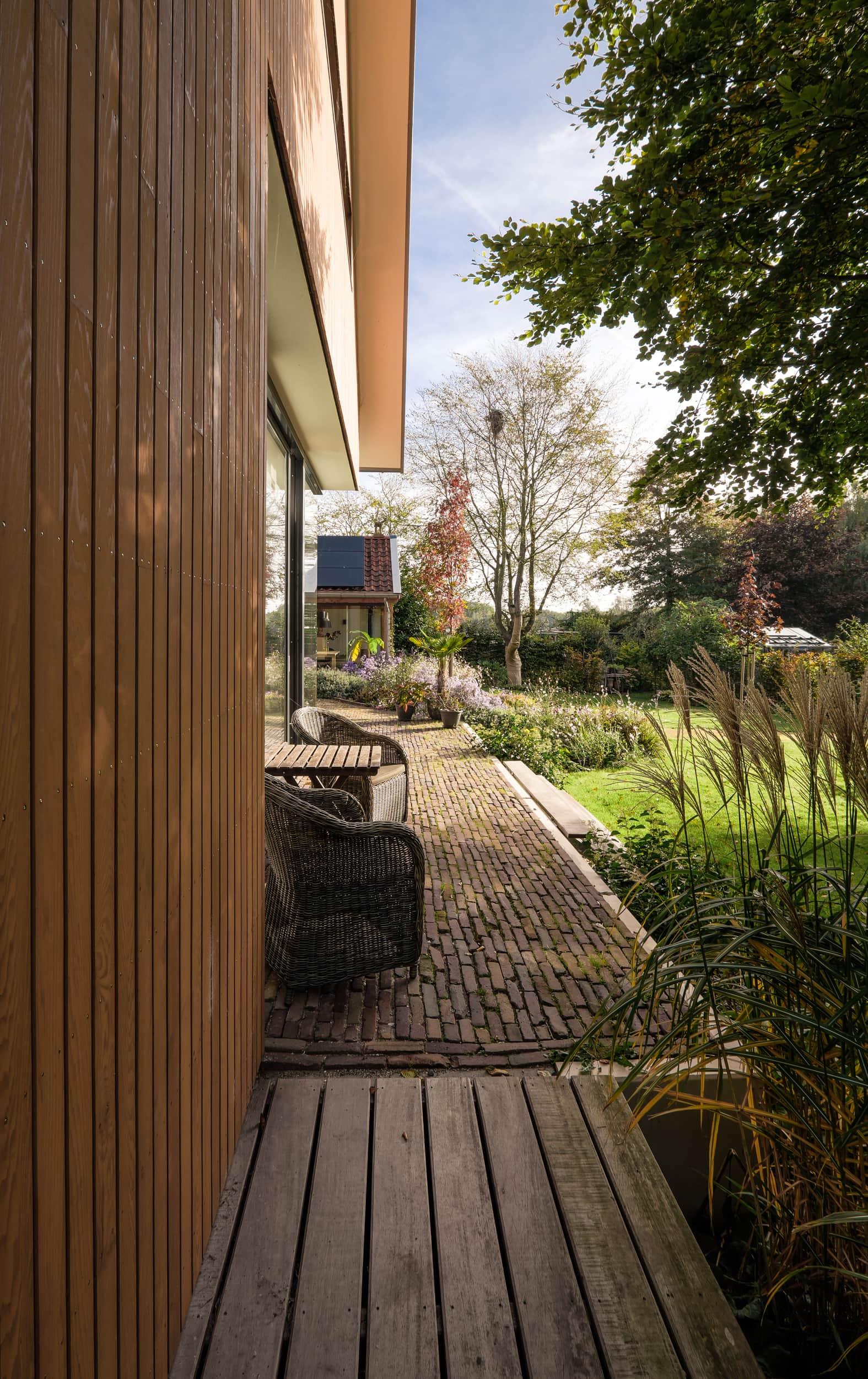 van-os-architecten-nieuwbouw-dijkwoning-rottekade-zevenhuizen-verticale-houten-gevelbekleding