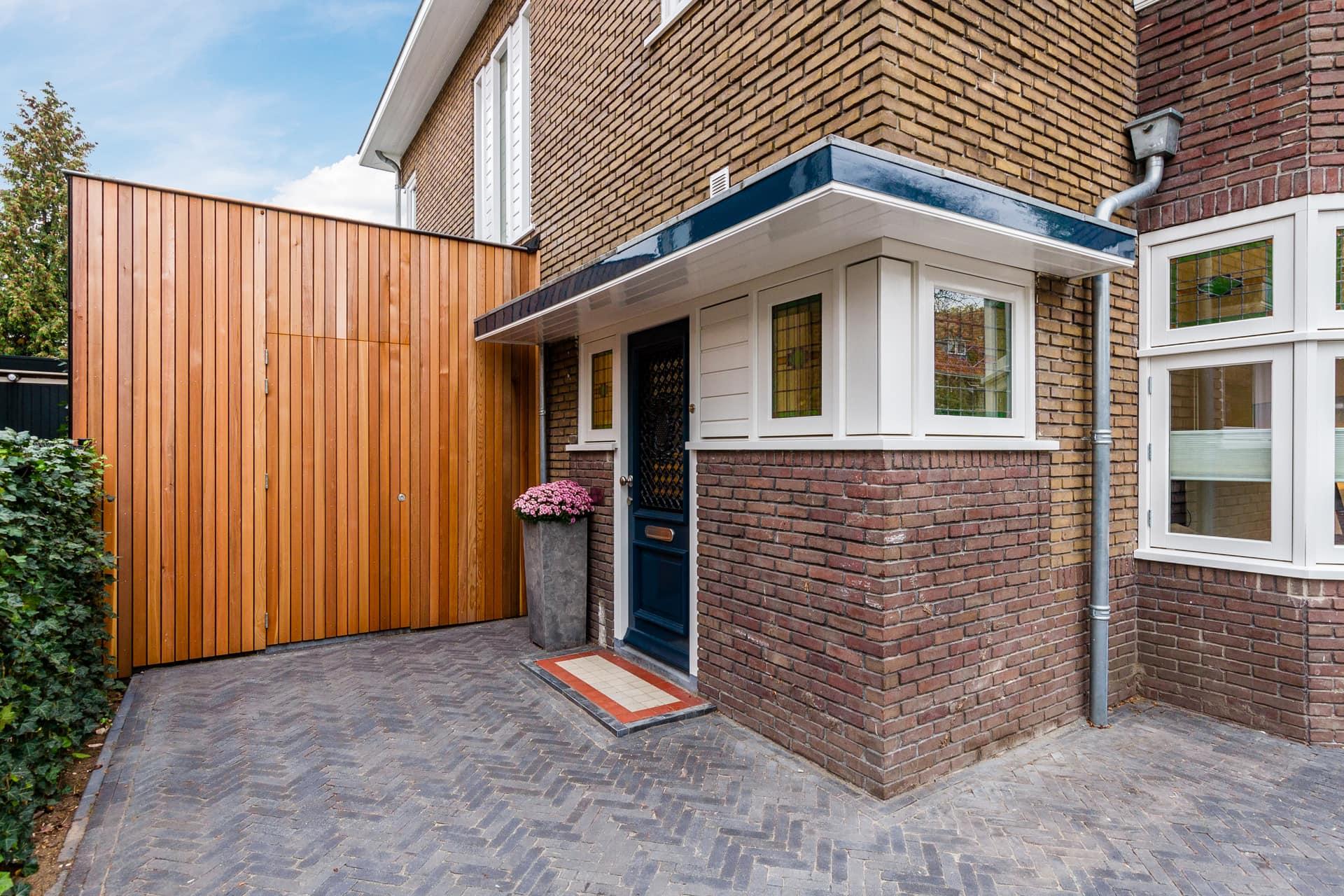 van-Os-architecten-verbouwing-2-onder-1-kapper-Valkenierslaan-Breda-houten-gevelbekleding