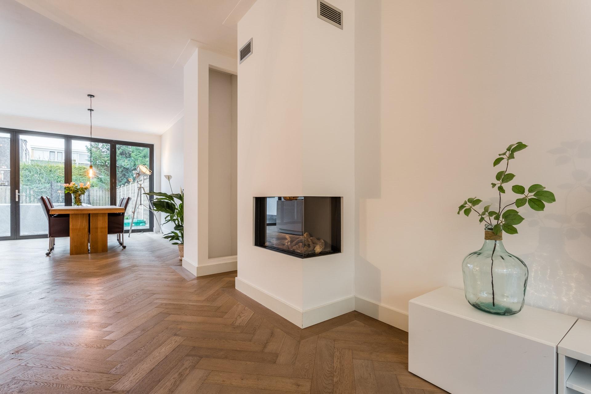 van-Os-architecten-verbouwing-2-onder-1-kapper-Valkenierslaan-Breda-moderne-ensuite