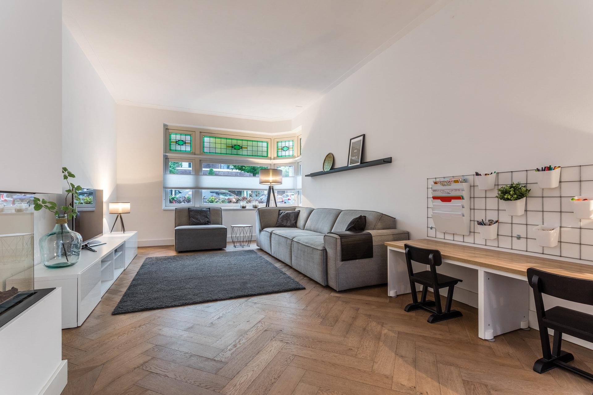 van-Os-architecten-verbouwing-2-onder-1-kapper-Valkenierslaan-Breda-woonkamer-aan-straatzijde