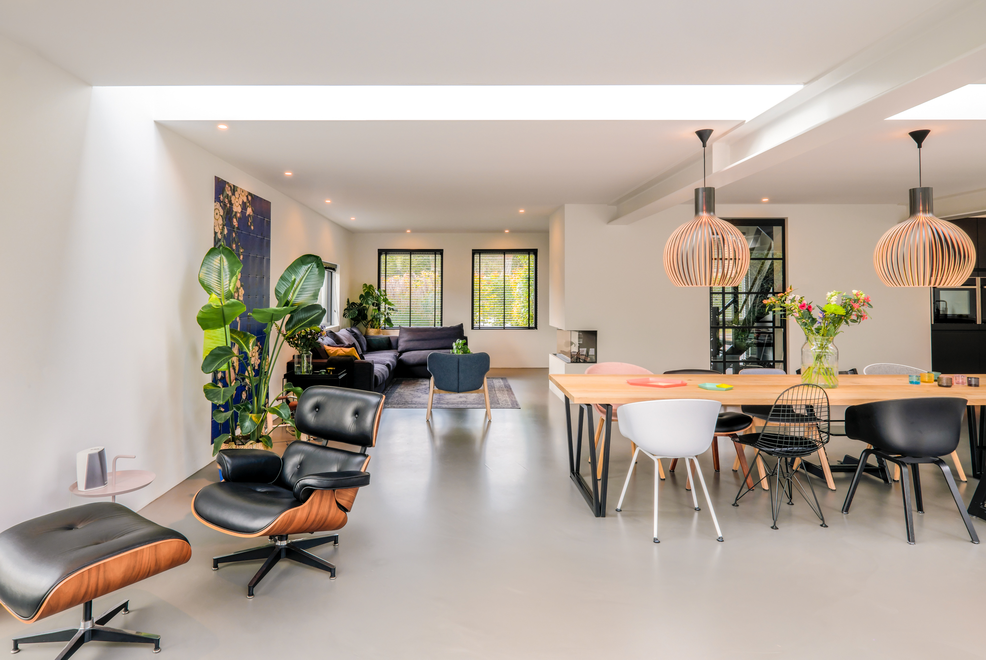 van-os-architecten-breda-ontwerp-moderne-aanbouw-met-aluminium-vouwschuifpui-gietvloer-en-lichtstraat