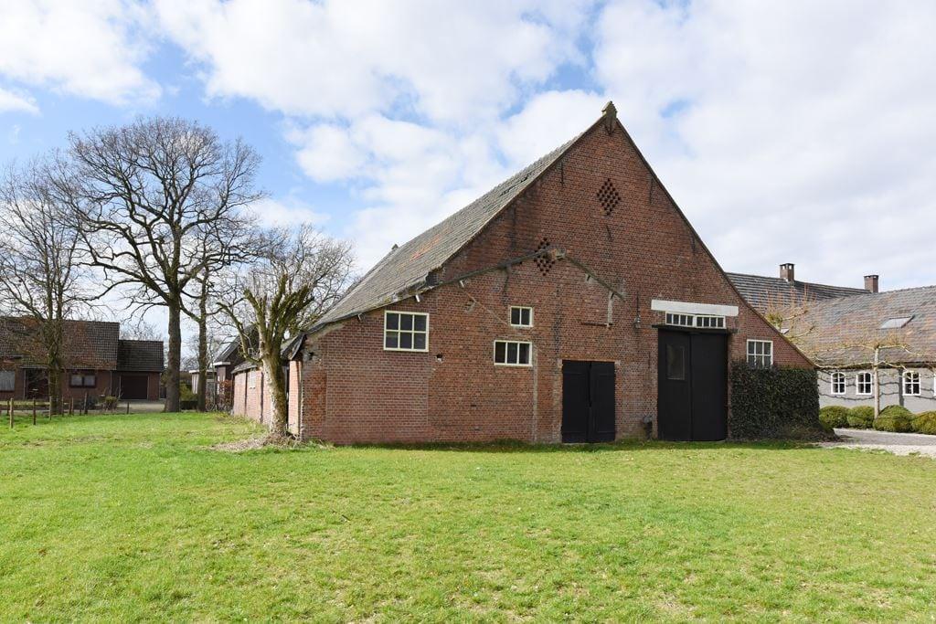 van-os-architecten-transformatie-oude-boerderij-schuur-tot-woonhuis-Galder-bestaande-achtergevel