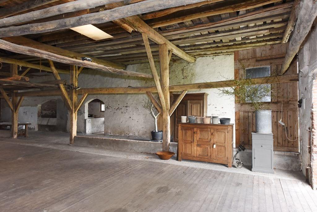 van-os-architecten-transformatie-oude-boerderij-schuur-tot-woonhuis-Galder-bestaande-metselwerk-muren-interieur