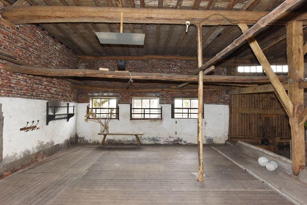 van-os-architecten-transformatie-oude-boerderij-schuur-tot-woonhuis-Galder-bestaande-oude-eikenhouten-spanten