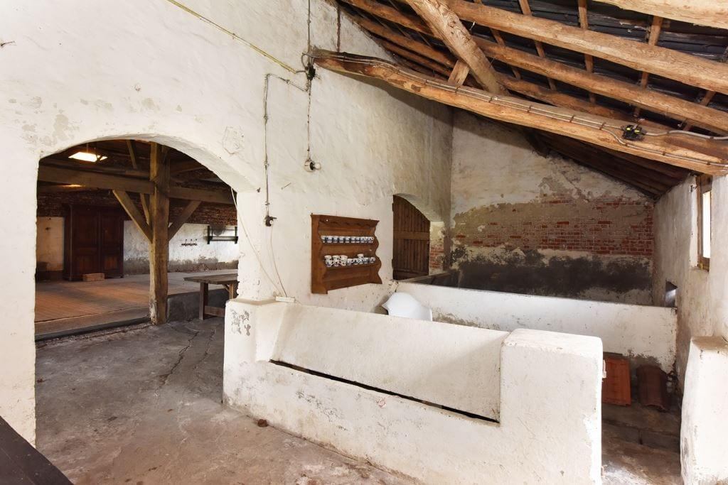 van-os-architecten-transformatie-oude-boerderij-schuur-tot-woonhuis-Galder-bestaande-oude-varkensstallen-in-schuur