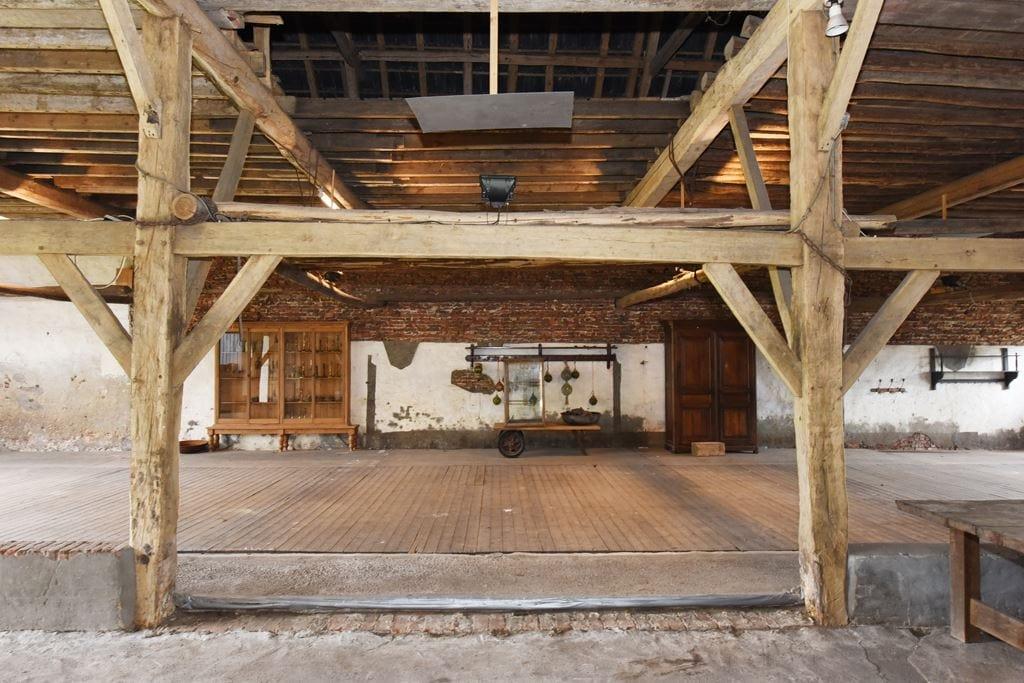 van-os-architecten-transformatie-oude-boerderij-schuur-tot-woonhuis-Galder-bestaande-verhoogde-vloer-koeienstal