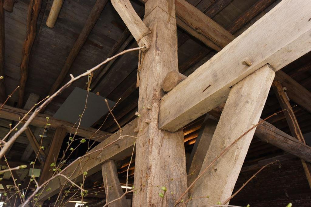 van-os-architecten-transformatie-oude-boerderij-schuur-tot-woonhuis-Galder-detail-aansluiting-spantconstructie