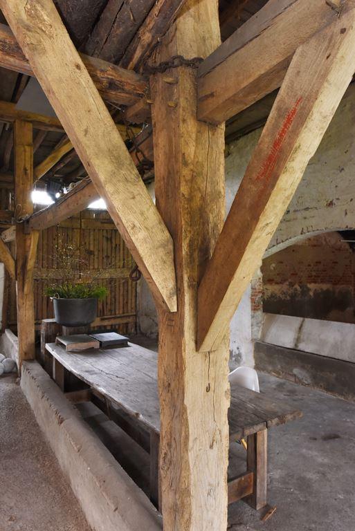 van-os-architecten-transformatie-oude-boerderij-schuur-tot-woonhuis-Galder-detail-oude-bestaande-houten-spantconstructie