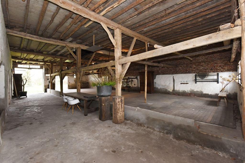 van-os-architecten-transformatie-oude-boerderij-schuur-tot-woonhuis-Galder-doorgang-langsdeel-in-schuur