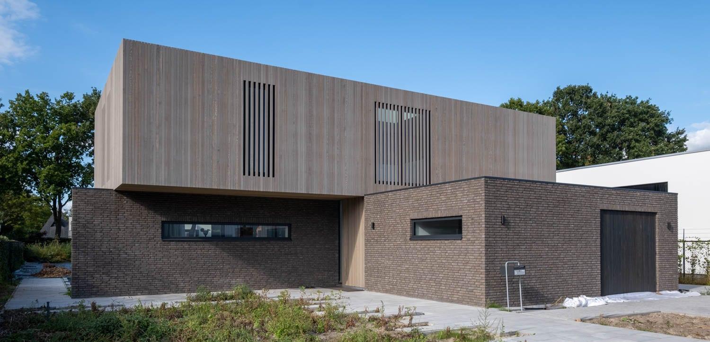 van-Os-architecten-nieuwbouw-woning-Westergouw-Teteringen-moderne-vrijstaande-villa-perspectief-voorgevel-vanaf-straat
