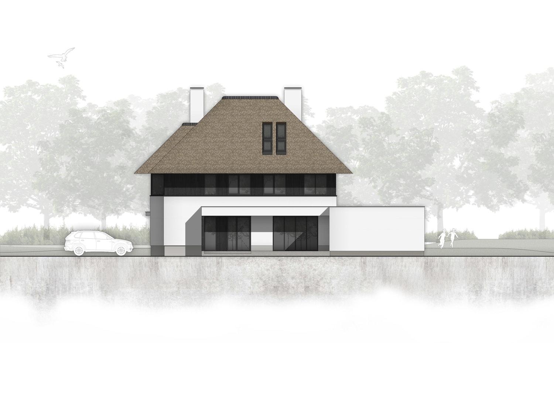 van-os-architecten-nieuwbouw-landelijke-rietgedekte-vrijstaande-villa-tegenbosch-eindhoven-rechterzijgevel-met-overdekte-entree-en-aanbouw-met-speelkamer