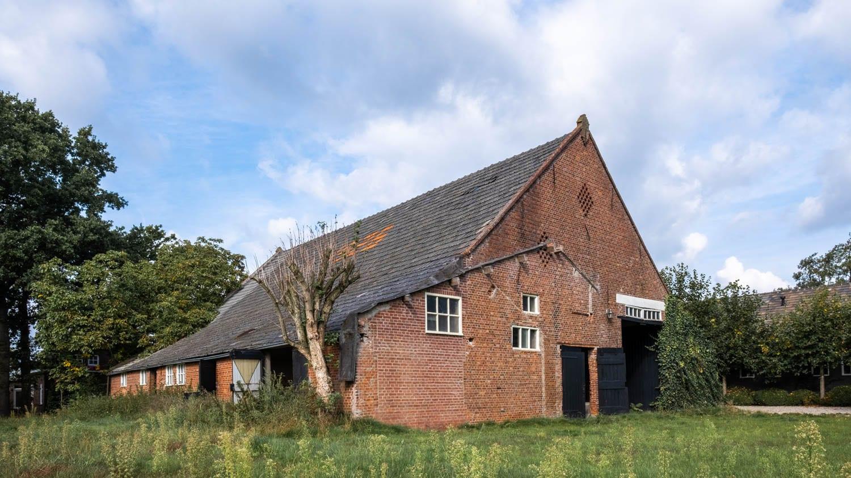 van-os-architecten-transformatie-oude-boerderij-schuur-tot-woonhuis-Galder-achtergevel-en-rechterzijgevel