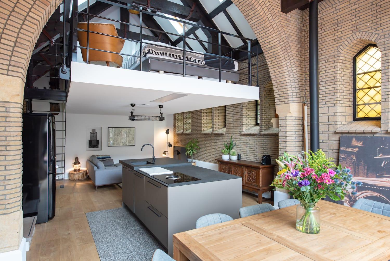 van-os-architecten-verbouwing-kapel-tot-woonhuis-oranjeboomstraat-breda-oude-metselwerk-boog