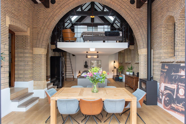 van-os-architecten-verbouwing-kapel-tot-woonhuis-oranjeboomstraat-breda-oude-metselwerk-details-en-hoge-metselwerk-boog